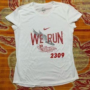 Nike We Run Wings 10K Paris Edition Dri Fit  Sz M